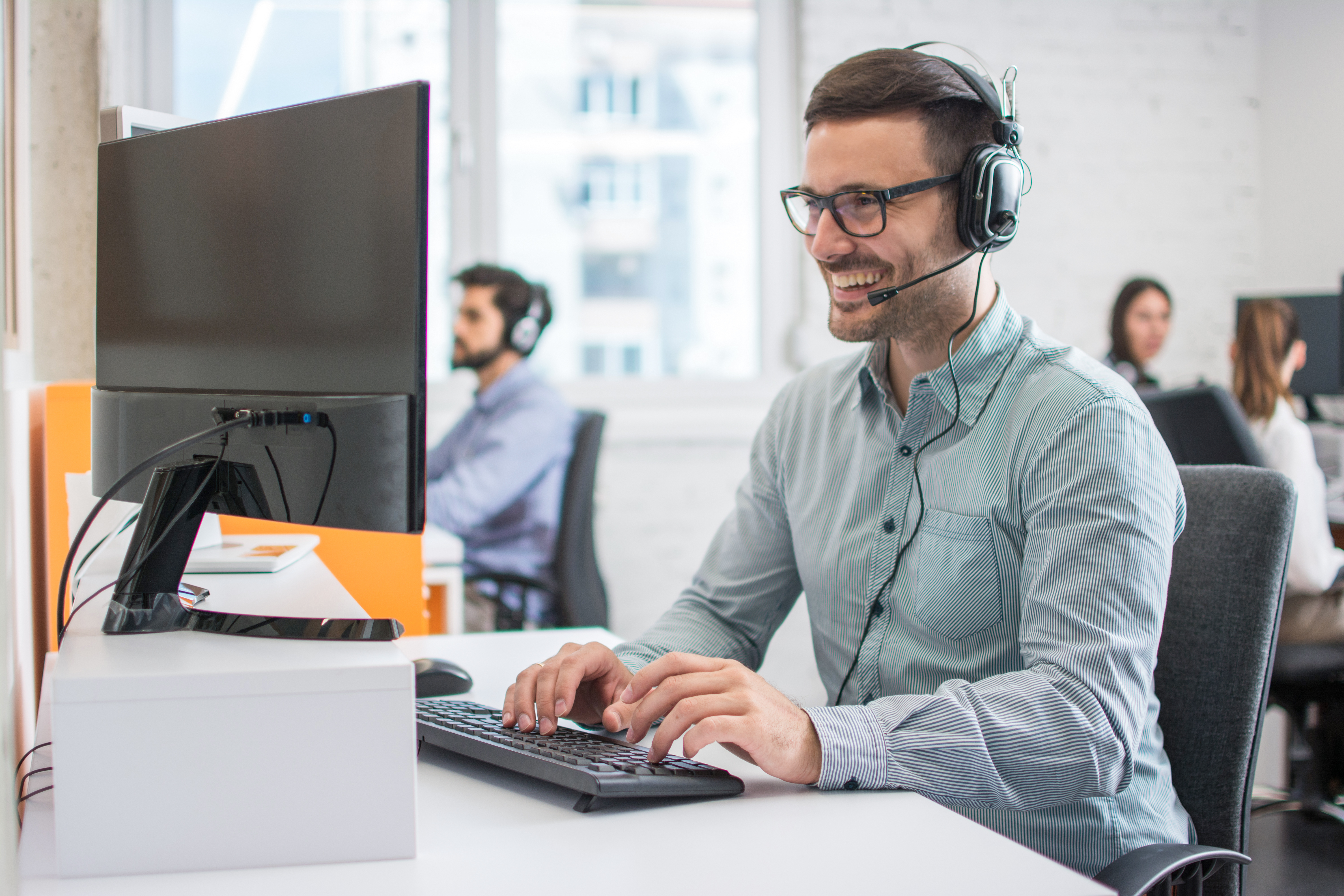 Access Softek's Video Chat humanizes the customer experience, with access to live experts, digital signatures and call back functionality.